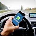 Langzamer rijden en slingeren door telefoongebruik tijdens autorijden