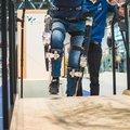 Dwarslaesiepatiënt loopt nu ook trap op met exoskelet van studenten TU Delft