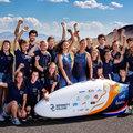 Studenten TU Delft en VU Amsterdam verbreken wereldsnelheidsrecord fietsen met 122,12 km/uur.