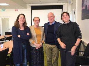 Van lnr: Regine Vroom, Wil Schuite, Job van Luyken en Marion Vredeling